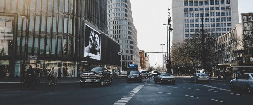 Auto in Großstadt